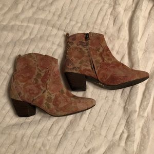 Sbicca Vintage Collection Floral Booties Size 6.5